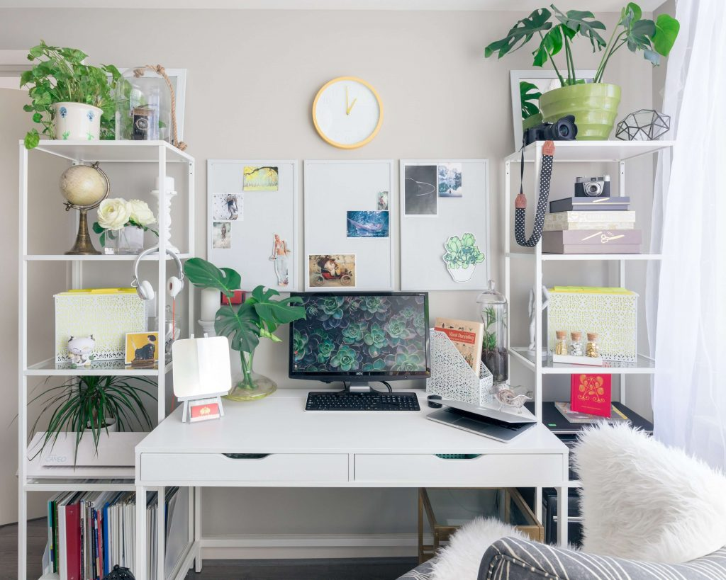 desk decor ideas to keep it green