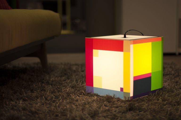 Uniqcube lamp